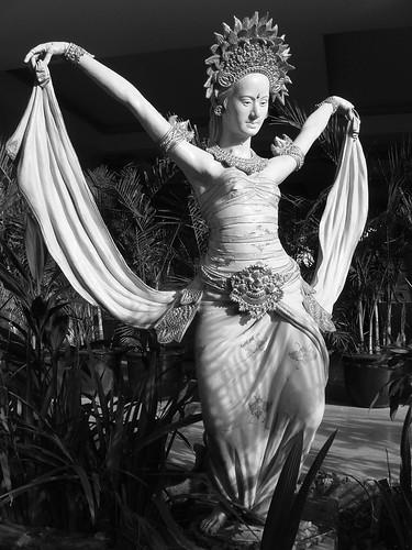 200907140257_Bali-Mystique-garden-statue-bw-w
