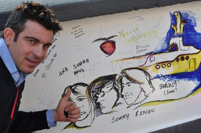 Pintadas sobre la pared de los estudios Abbey Road
