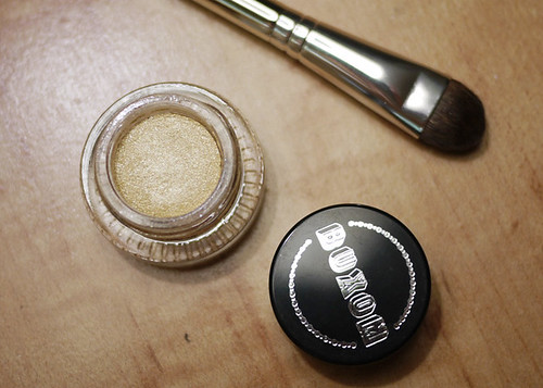 Buxom Stay There Eyeshadow in Poodle