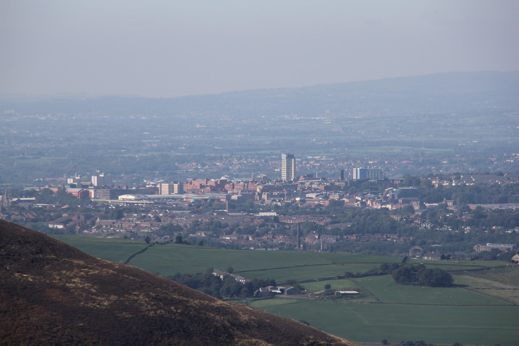 Oldham, Saddleworth