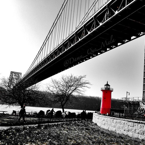 Little Red Lighthouse - George Washington Bridge NYC by damn_que_mala