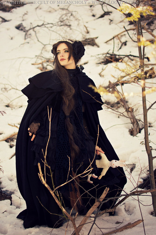 gloomth gothic cape winter