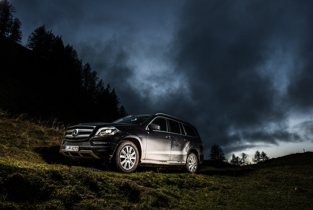 Mercedes-Benz GL500 early morning mudding