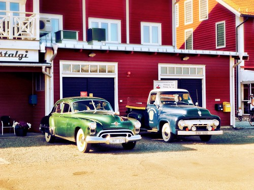 Classic cars at the seaside by SpatzMe