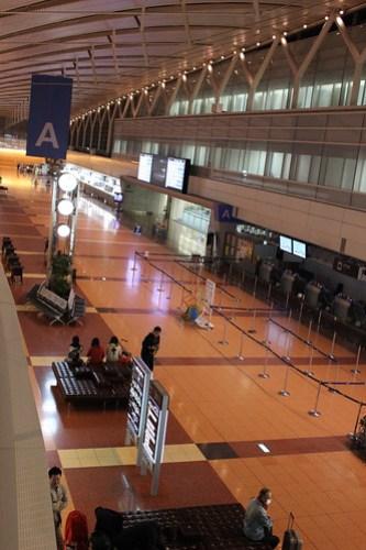 羽田空港ANA側ターミナル朝5時の様子