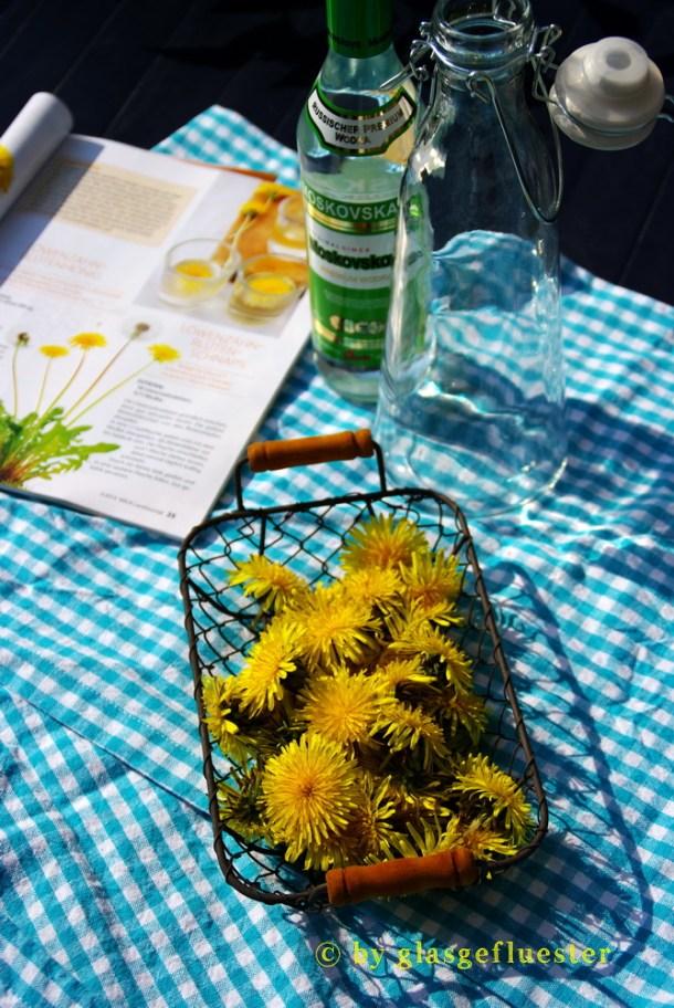 Löwenzahnblütenschnaps by Glasgefluester 2 klein