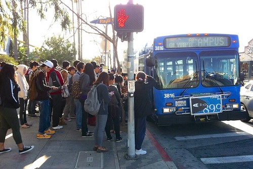 SMC Big Blue Bus Stop At Peak Time