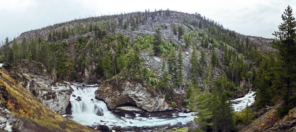 Cascada Firehole Fall Parque Nacional de Yellowstone Wyoming EEUU 01