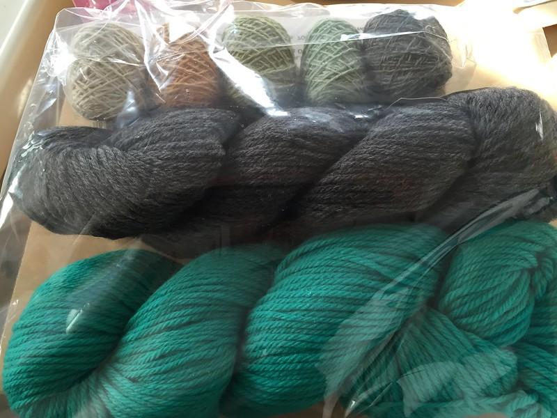 Cascade yarns 220 & holstgarn mini coast set @monmoiowner 朝バタバタと撮った写真ですが、mカフェで買った糸ようやくup。