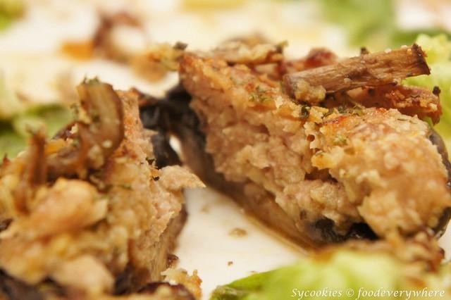 6.Salusciccia Grilled Portobello Mushroom – Italian style grilled fresh Portobello mushroom stuffed with homemade pork meat and breadcrumbs RM 19.90 (6)