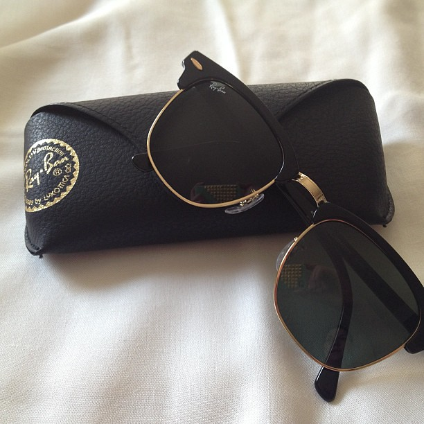 Äntligen  #rayban #clubmaster #shades #sunglasses #materiallove #hello #summer #instadaily #shopping
