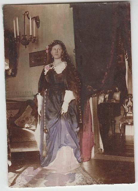 Teismeline Eveline kostümeerituna Schwarzbeckshofi mõisas (Läti) / Teenage Eveline in a historical costume in Schwarzbeckshof manor (Latvia)
