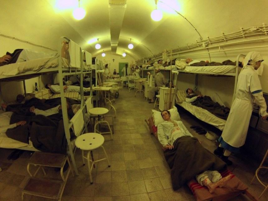 Interior del Hospital en la Roca, Budapest hospital de la roca: el histórico secreto de budapest - 16241760670 6892aef44c o - Hospital de la roca: el histórico secreto de Budapest
