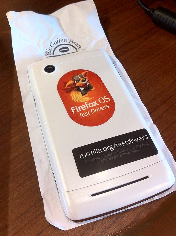 อุนางิ: มือถือ Firefox OS รุ่นพัฒนาภายในของ Mozilla ก็โผล่มาในงานนี้ด้วย