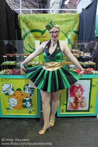 Macaron booth girl