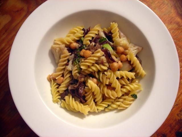 Pasta with cauliflower, radicchio and chickpeas