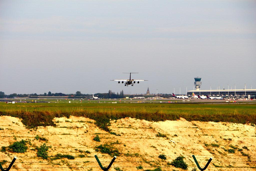 Avro RJ100 OO-DWB