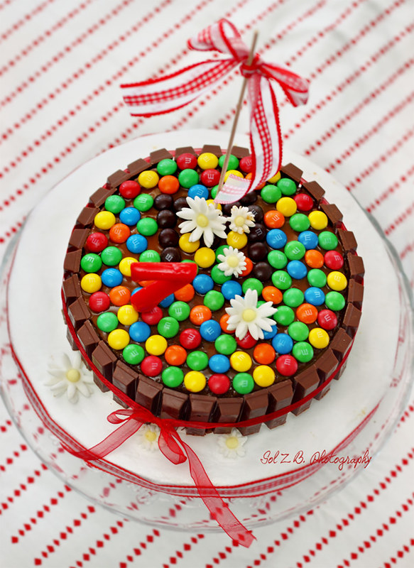 tarta, torta, cake, cumpleaños, birthday, lacasitos, m&m, kit kat