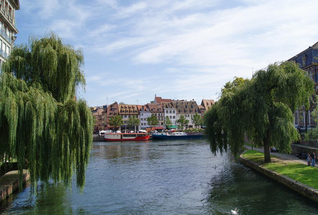 Le quai des Pêcheurs et l'Ill depuis le pont des Pontonniers