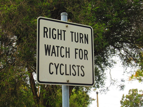 Right turn, watch for cyclists