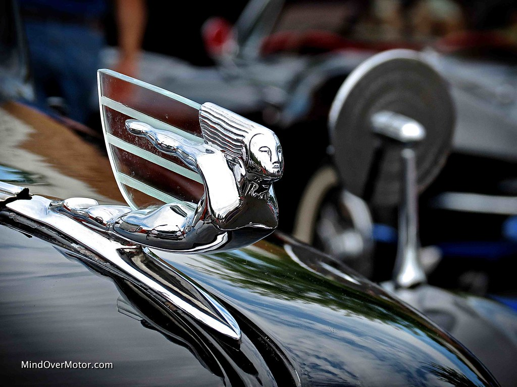1937 Cadillac Fleetwood 70 hood ornament