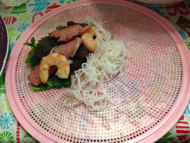 Rice paper roll with shrimp, grilled meat, vegetables and vermicelli noodles