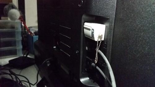 เสียบ Flash drive หรือสื่อบันทึกข้อมูลอื่นๆ เพื่อรับชมไฟล์มัลติมีเดียได้