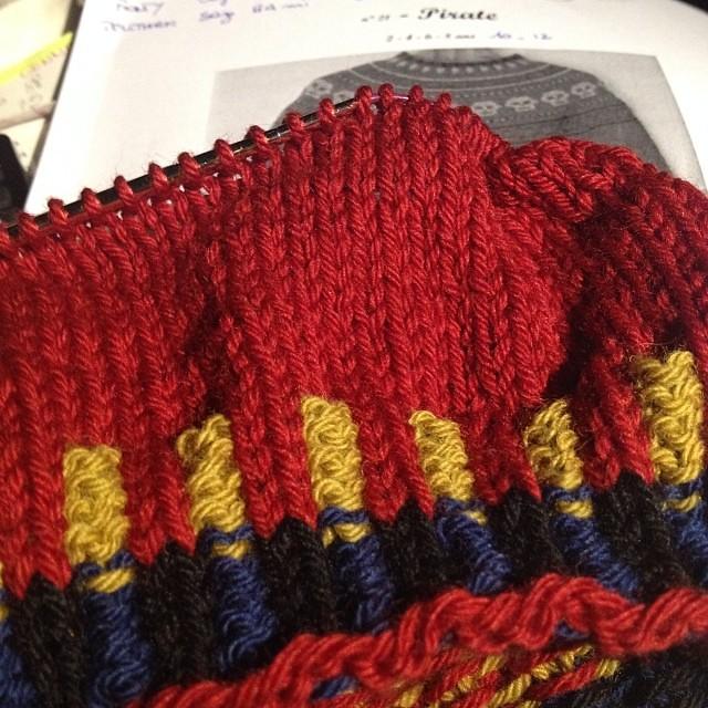 Pirati #instaknit #intarsia #ravelry #lavoroamaglia #iolavoroamaglia #fattoamano #handmade #knit #knitting  #serialknitter #winter