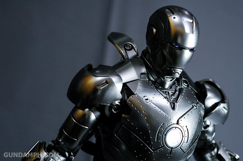 Hot Toys Iron Man 2 - Mk II Armor Unleashed Ver. Review MMS150 Unboxing (88)