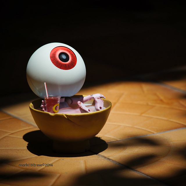 Revoltech Oyaji of Gegege No Kitaro anime sunbathing