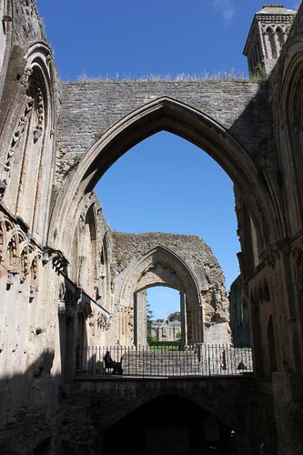 20120830_6480_Glastonbury-abbey_Small