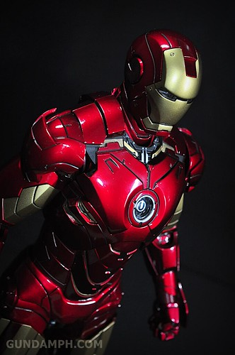 Hot Toys Iron Man 2 - Suit-Up Gantry with Mk IV Review MMS160 Unboxing - day1 (41)