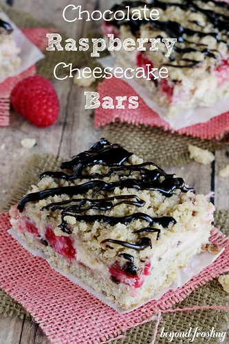 Raspberry cheesecake bars with streusel topping