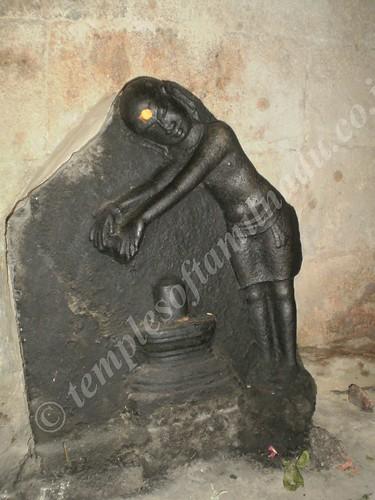 Kunti Worshipping Lord Shiva. Kalyanasundareswarar Temple, Thirunallur