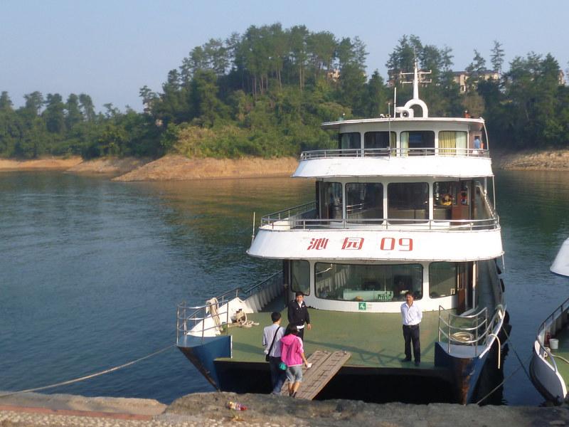 Boat on Qiandao Hu