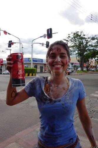 Trote: where freshmen at universities are running around town collecting money… (Brasil)