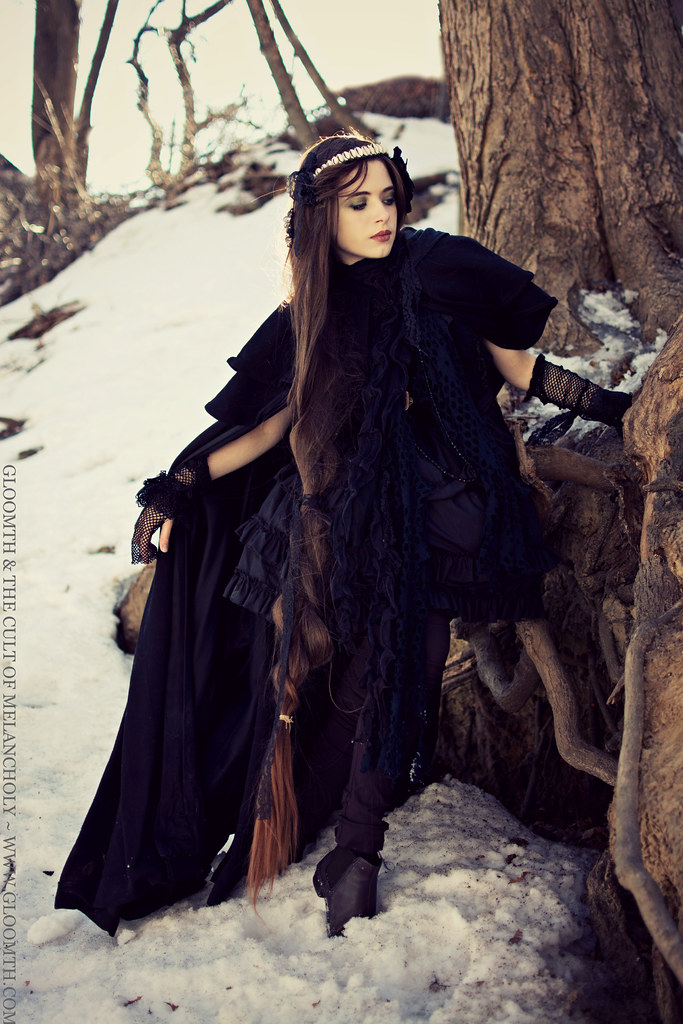 gloomth dark morigirl mori style goth girl cape