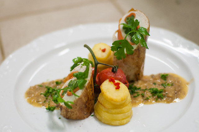 Rollade Mechelse koekoek - oesterzwamsaus - geconfijte aardappel