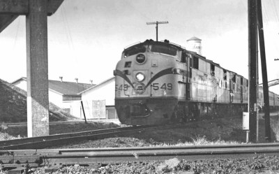 SCL engine 549 leads Silver Meteor on S-line at Auburndale in 1967