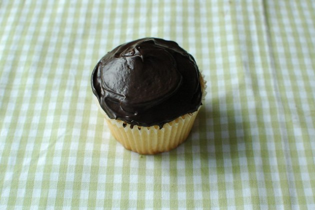 Boston cream pie cupcake 02