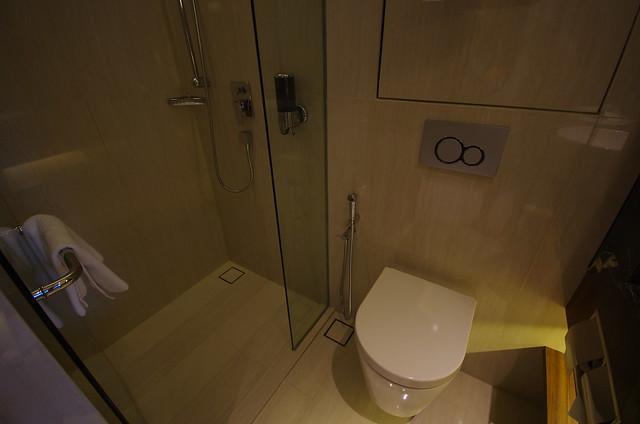 bathroom - holiday inn express singapore clarke quay