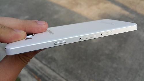 Samsung Galaxy A5 ด้านขวา