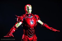 Hot Toys Iron Man 2 - Suit-Up Gantry with Mk IV Review MMS160 Unboxing - day2 (2)