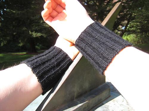 Wristlets_2013_02_24_Kathrin-plain-black-2x2