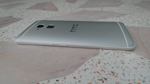 HTC One Max ด้านขวา