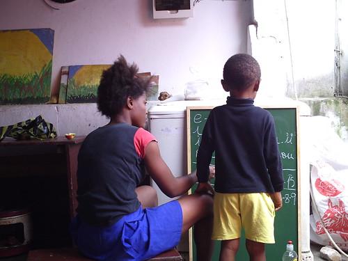 Números y letras entre hermanos by Referencias Sociales