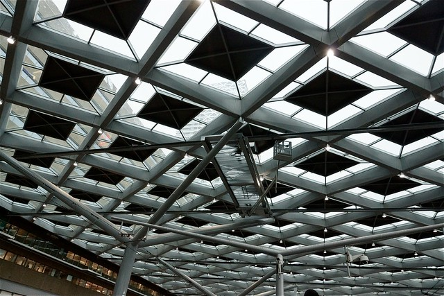 Reparatieplatform Den Haag Centraal. Foto door Roel Wijnants, op Flickr.
