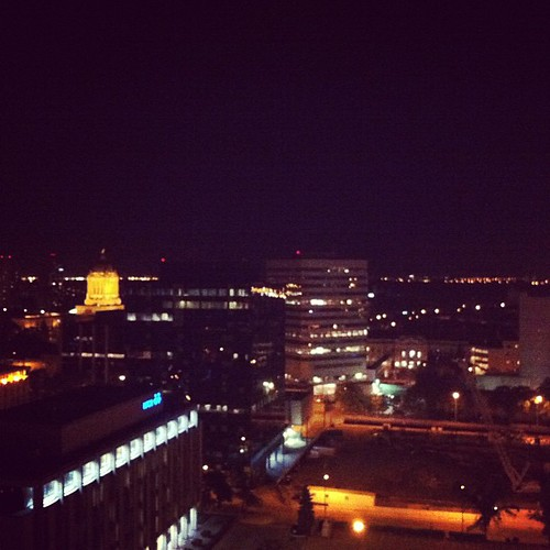 Winnipeg at night #latergram #legislative #leg #cityskyline #prettyviews