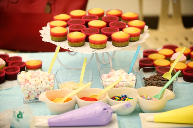 side entertainment cupcake decor (2)