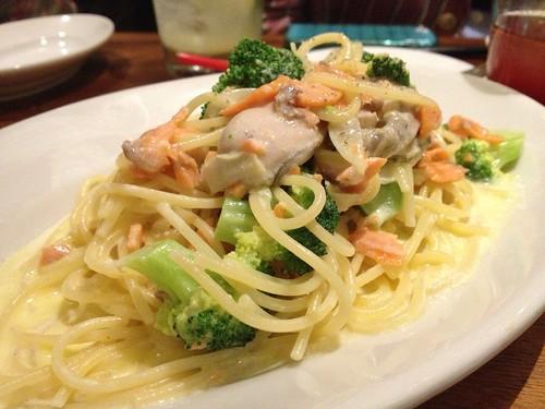 牡蠣とサーモンのパスタ@LB7 南青山店